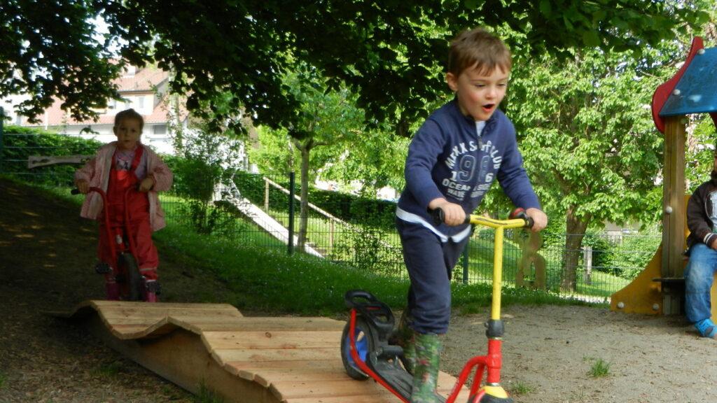 Spaß auf dem Fahrrad-Spielplatz